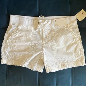 Size 8 NWT white mid rise short